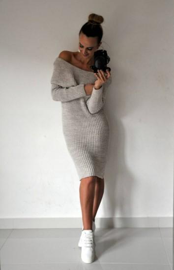 757a59cf46e4 Pletené šaty s odhalenými ramenami capuccino » Mánnia