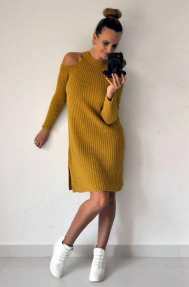 0ab183d03f0e Pletené šaty s výrezmi na ramenách horčicové » Mánnia